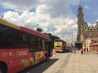 Ônibus da frota Circular Turismo SP na Estação da Luz.